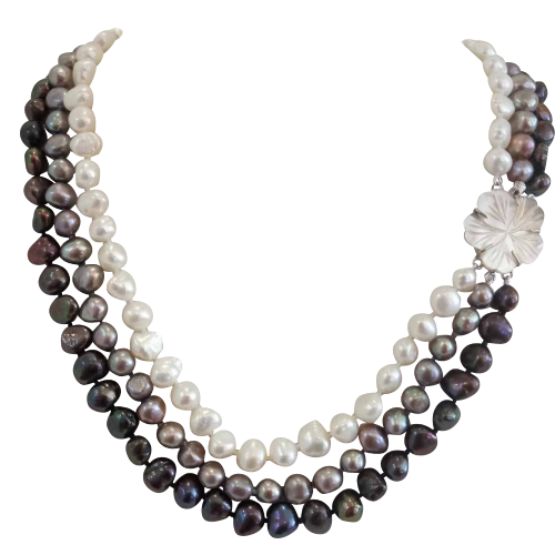 3 Row Necklace of Baroque pearls (1)